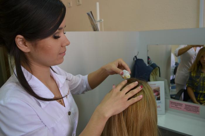 нанесение препаратов на волосы